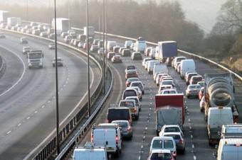 Congestionamentos por todo lado, um dos possíveis fatores que afastam o jovem do carro